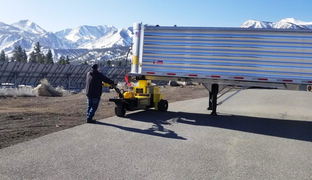 Why Businesses Should Consider an Electric Trailer Moving Solution vs. a Shunt Truck